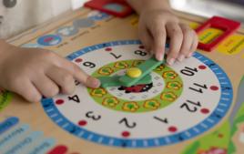 J'apprends à lire l'heure - Activités Montessori - 10doigts.fr