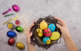 Je fais des œufs pailletés - Activités de Pâques - 10doigts.fr