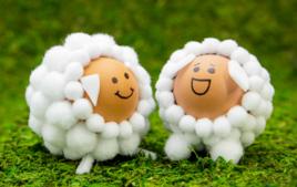 Je customise des œufs avec des pompons - Activités de Pâques - 10doigts.fr