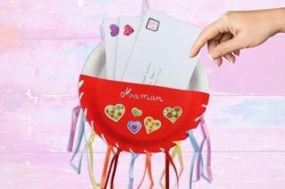 Porte-courrier avec des assiettes en carton - Fête des Mères - 10doigts.fr