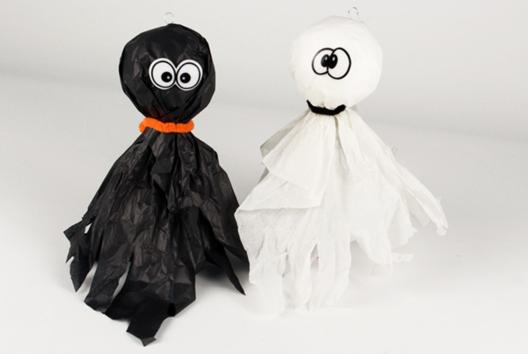 Petits fantômes à suspendre - Tutos Halloween - 10doigts.fr