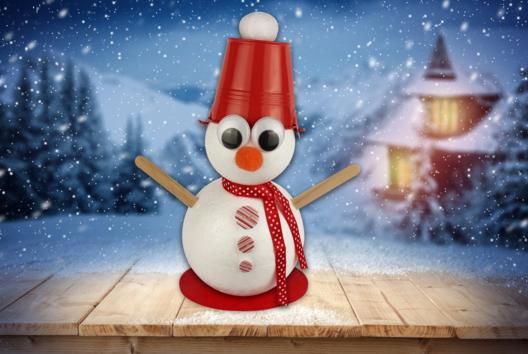 Bonhomme de neige avec seau sur la tête - Personnages rigolos - 10doigts.fr