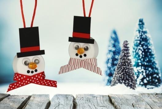 Bonhomme de neige lumineux - Je décore des suspensions pour le sapin - 10doigts.fr