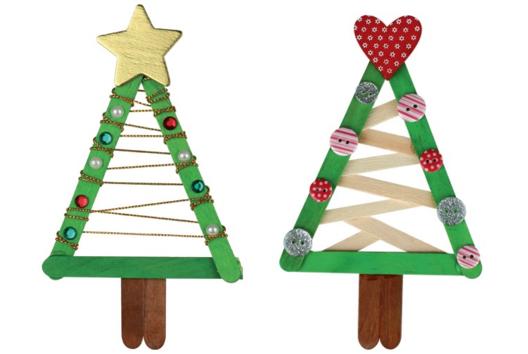 Sapins de Noël en bâtonnets - Je décore des suspensions pour le sapin - 10doigts.fr