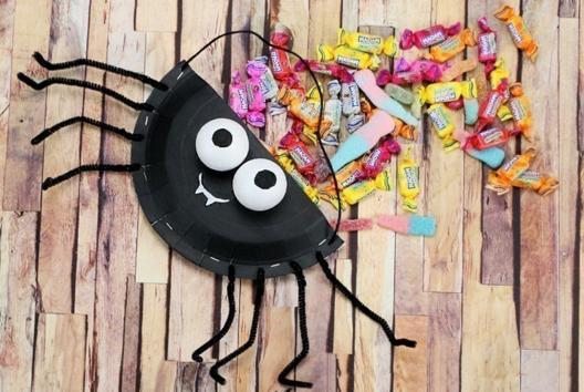 Panier à bonbons Araignée - Tutos Halloween - 10doigts.fr