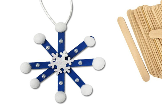 Flocons de neige en bâtonnets - Je décore des suspensions pour le sapin - 10doigts.fr