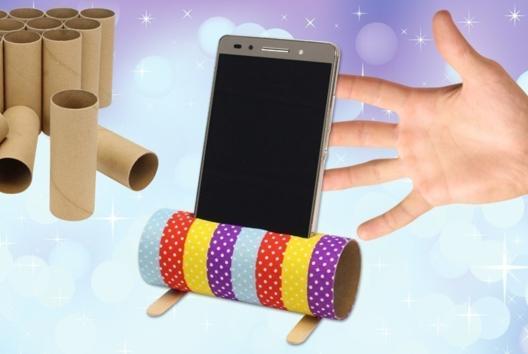 Support pour smartphone avec un rouleau en carton - Recyclage - 10doigts.fr