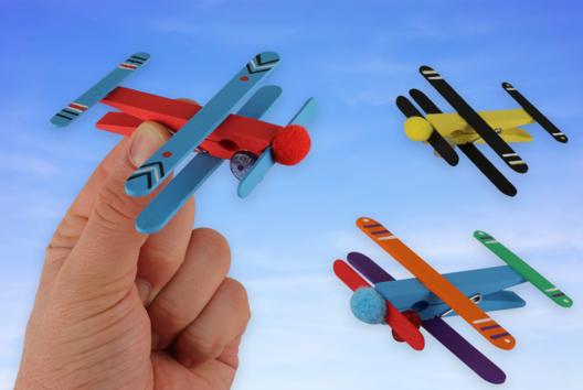 Avions en bâtonnets - Activités enfantines - 10doigts.fr