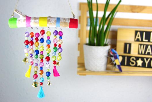 Carillon avec du bois flotté et des perles - Je fabrique un carillon - 10doigts.fr