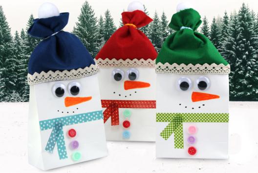 Bonhomme de neige avec un sac en papier - Collage et pliage papier - 10doigts.fr