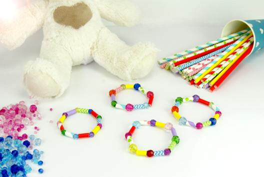 Faire un bracelet avec des pailles en carton - Tutos créations de Bijoux - 10doigts.fr