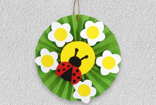 Coccinelle et fleurs en papier - Collage et pliage papier - 10doigts.fr