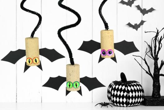 Petites chauves-souris à suspendre - Tutos Halloween - 10doigts.fr