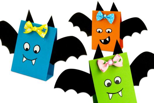 Chauve-souris en papier facile à fabriquer - Tutos Halloween - 10doigts.fr