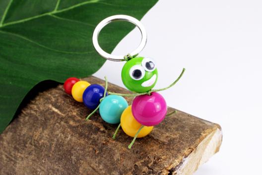 Porte-clés chenille en perles - Tutos Porte-clés et Grigris - 10doigts.fr