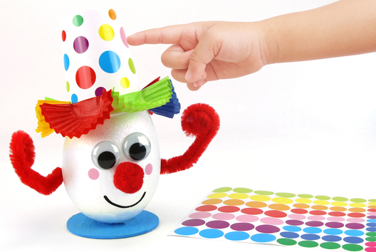 Clown rigolo et son joli chapeau - Carnaval, fêtes, masques - 10doigts.fr