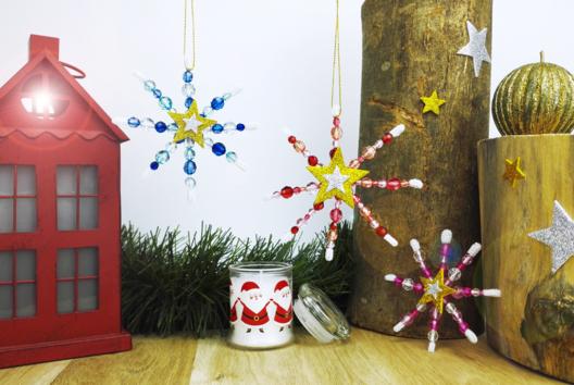 Flocons de neige en perles - Je décore des suspensions pour le sapin - 10doigts.fr