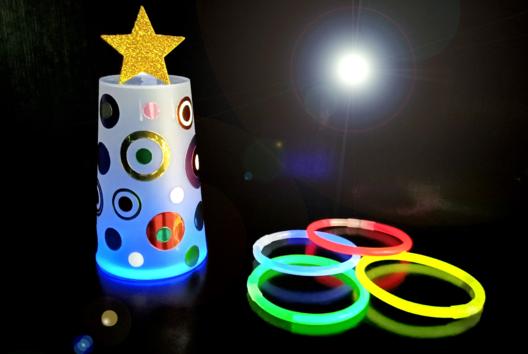 Sapin lumineux avec un gobelet en plastique - Lumières : photophores, bougies, lampions - 10doigts.fr