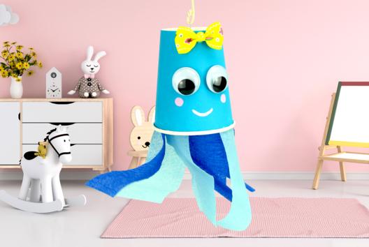 Fabriquer une jolie méduse avec un gobelet et du papier crépon - Animaux - 10doigts.fr