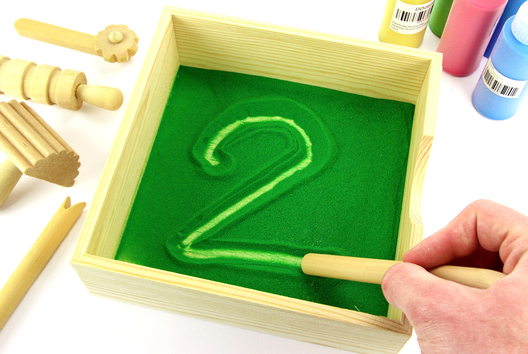 Activité Montessori : Bac à sable - Apprentissage et dessin - Tutos Montessori - 10doigts.fr