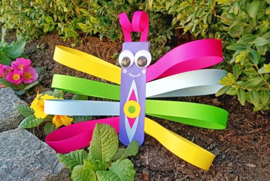 Fabriquer un papillon avec des bandes de papier - Collage et pliage papier - 10doigts.fr