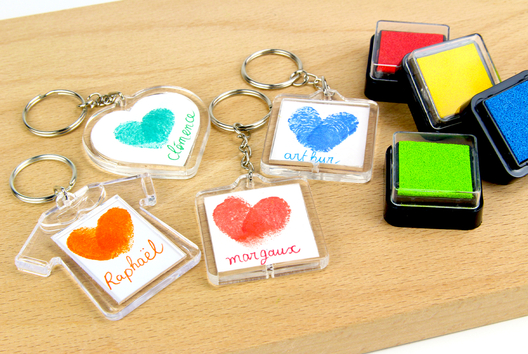 Porte-clés empreintes de doigts - Tutos Fête des Mères - 10doigts.fr