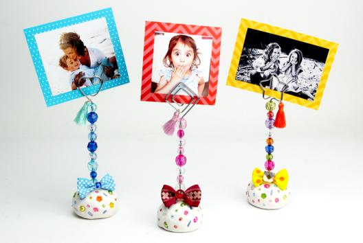 Porte-photo en pâte à modeler et perles - Fête des Mères - 10doigts.fr
