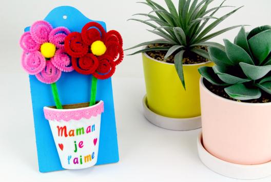 Pot de fleurs (à fabriquer avec des chenilles) - Tutos Fête des Mères - 10doigts.fr