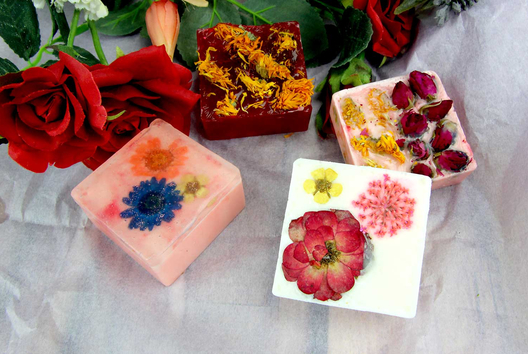 Savons fleurs séchées - Tutos Fête des Mères - 10doigts.fr