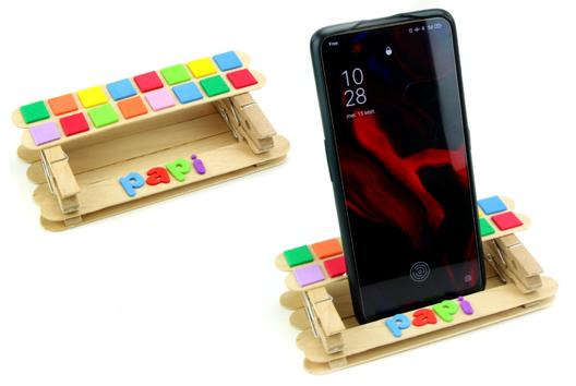 Support smartphone avec des bâtonnets en bois - Tutos Fête des Pères - 10doigts.fr