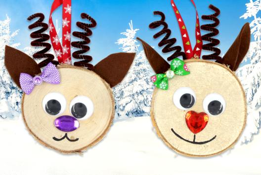Suspension renne de Noël avec une tranche de bois - Décoration du sapin - 10doigts.fr