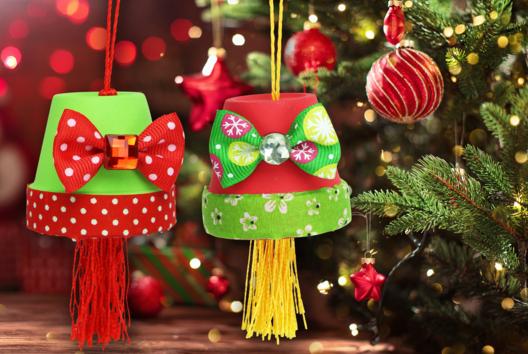 Suspension de Noël avec un pot en terre cuite - Décoration du sapin - 10doigts.fr