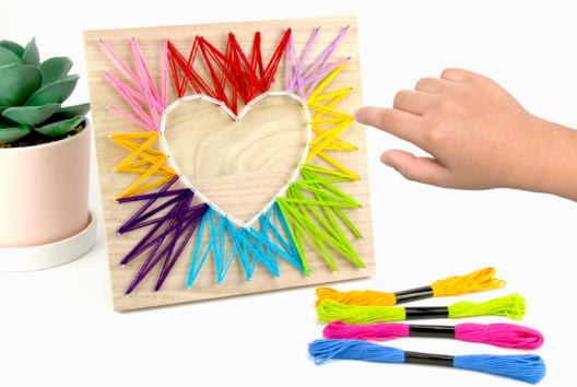 String art coeur multicolore - Fête des Mères - 10doigts.fr