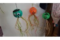 Halloween enfantin - Lampes et guirlandes - 10doigts.fr