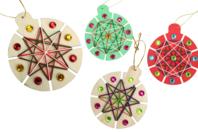Boules de Noël à tisser - Kit pour 6 réalisations - Kits d'activités Noël - 10doigts.fr