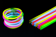 Bracelets fluo lumineux - Set de 100 - Anniversaires - 10doigts.fr
