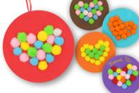 Cœurs à pomponner - Kit pour 6 réalisations - Coloriages - 10doigts.fr
