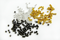 Perles rondes à écraser dorées, argentées ou noires - Perles à écraser - 10doigts.fr