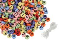 Perles rondes alphabet noir fond coloré - 300 perles - Perles Alphabet - 10doigts.fr