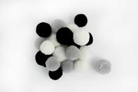 Pompons ronds camaïeu noir et blanc - 20 pièces - Pompons - 10doigts.fr