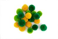 Pompons ronds jaune et vert - 20 pièces - Pompons - 10doigts.fr