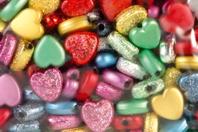 Perles coeurs métallisées et pailletées - 160 perles - Perles en plastique - 10doigts.fr