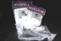 Toile d'araignée étirable + 2 araignées en plastique - Halloween - 10doigts.fr