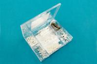 Valisette d'apprêts argentés pour bijoux - 400 pièces - Anneaux simples ou doubles, ronds ou ovales - 10doigts.fr