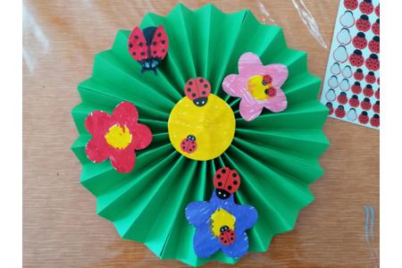 Fleurs et coccinelles - Créations d'enfant - 10doigts.fr