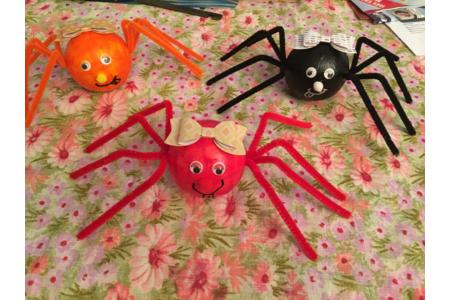 les mignonnes araignées de Ninon - Vernis collage papiers, serviettes - 10doigts.fr
