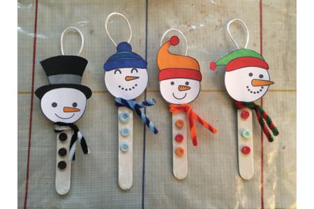 bonhomme de neige à suspendre - Créations d'enfant - 10doigts.fr