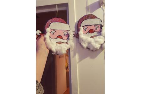 réalisation de la tête du père Noël avec des cartons de colis - Pâques, Noël - 10doigts.fr