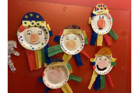 Clown en assiette en carton - Créations d'enfant - 10doigts.fr