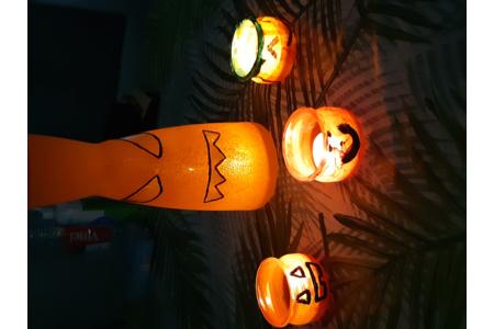 Atelier création de peinture sur un vase est des petits pots de yaourts sur le thème d'halloween - Divers - 10doigts.fr